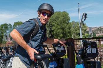 Two Leaves and a Bud founder Richard with a blue e-bike