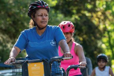 Riders in the Movimiento en bici program