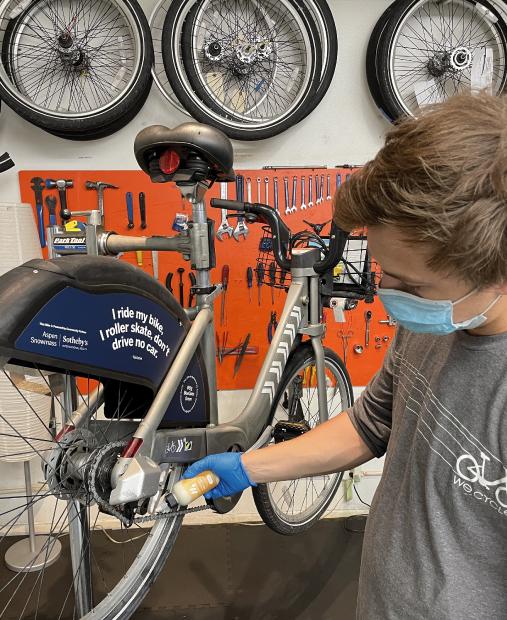 Jack applying mountainFLOPW eco-wax to a WE-cycle